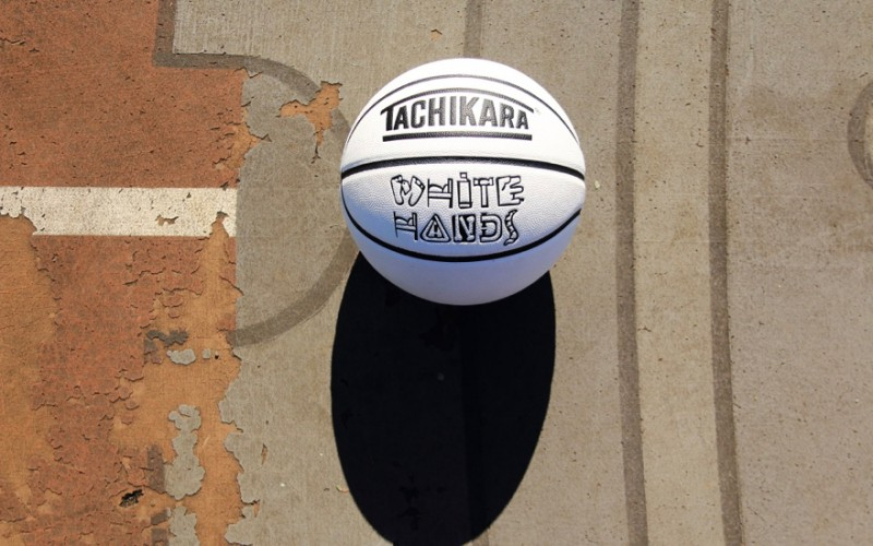 tachikara_basketball_whitehands